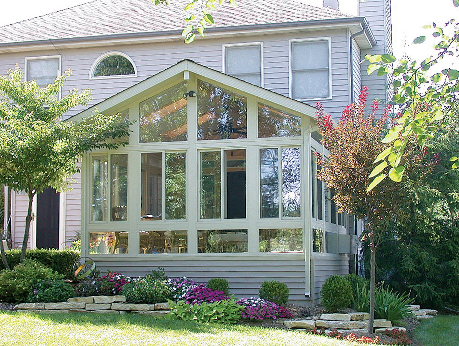 Sunroom design tips care free sunrooms for Sunroom plans free
